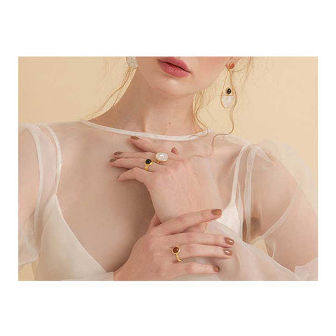 Explore Vintouch's delicately handmade selection of rings, featuring a wide range of natural gemstones, pearls, cameos and semi-precious stones.