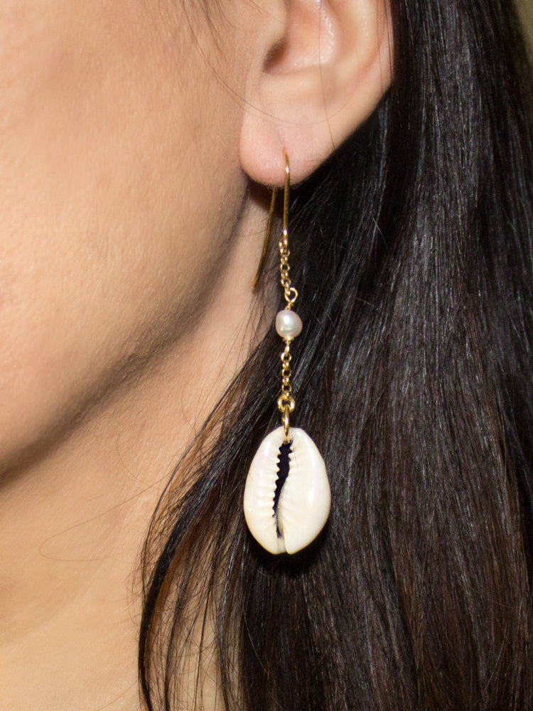 Vintouch Chained Baroque Pearls Cowry Shells Earrings