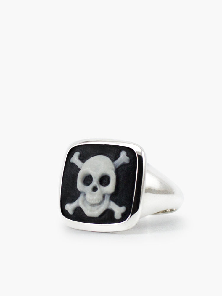 The Skull & Crossbones Cameo cameo ring depicts this universal hazard symbol through a fancy and ironic design. Skulls also symbolize courage and protection. It's carefully hand-carved from porcelain in our workshop in Italy and bezel-set in sterling silver, presented in its 100% plastic-free, eco-friendly Vintouch signature packaging.