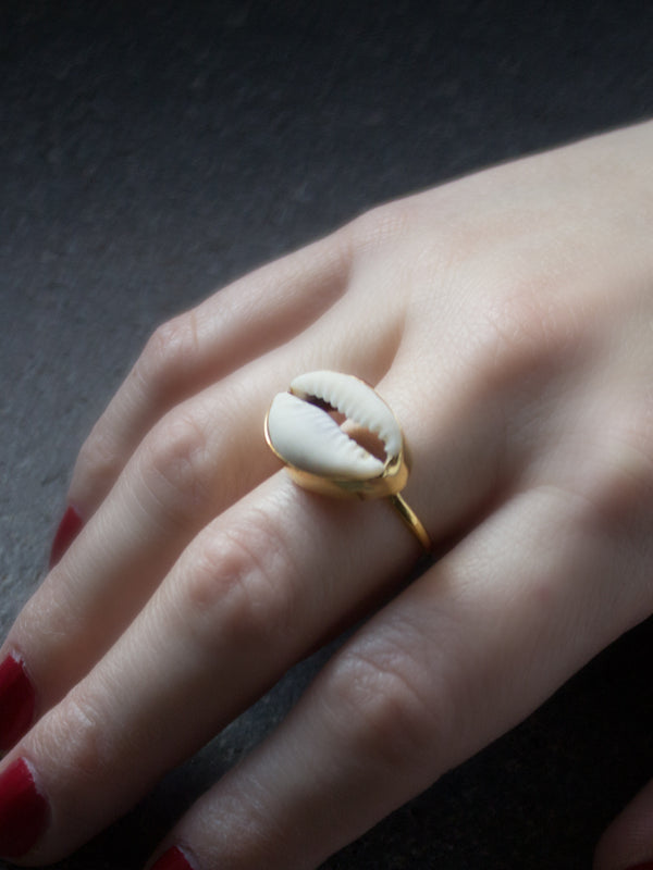 Vintouch Cowry Shell Ring