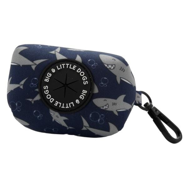 Big-and-Little-Dogs-Dog-Poop-Bag-Holder-Fintastic_grande