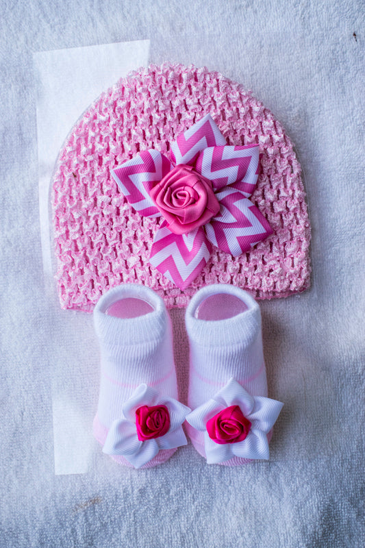 Set of floral cap and booties