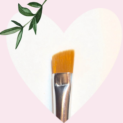 Charming angled brush for eyeliner/brow