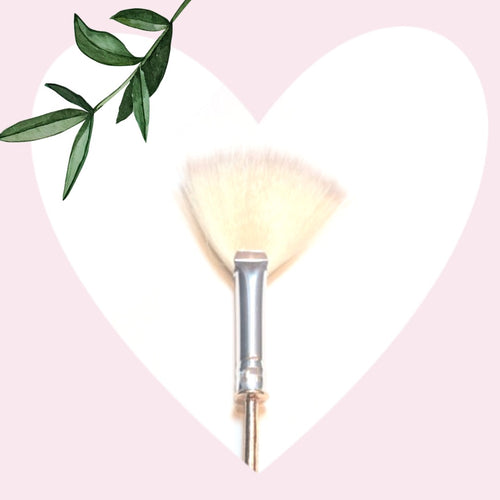 Charming Fan highlighter brush