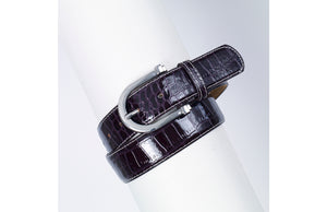 Deep purple belt with rounded buckle.  Textured to look like alligator skin.