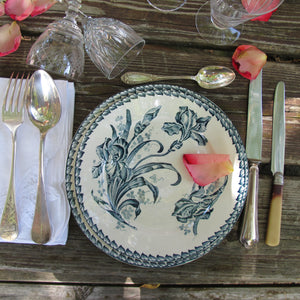 Assiette ancienne en porcelaine opaque monochrome bleu Sapho - CRAZY FRENCH VINTAGE