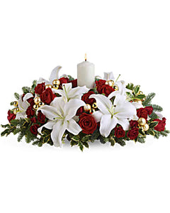 Lilies centerpiece for table.  Ottawa florist delivers flowers in Ottawa - Orleans - Kanata - Gatineau