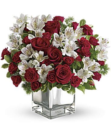 Christmas Blush Bouquet Flower Arrangements, Flower, Florist, Print-a-Bunch Ottawa - Orleans Florist, Great for a Birthday and Anniversary