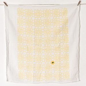 "HONEYCOMB FLOWER TOWEL : YELLOW - 25"" x 26"" towel"