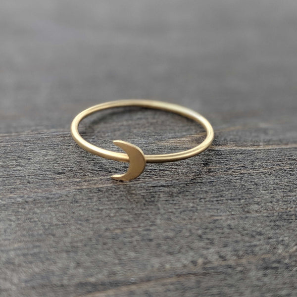 • CRESCENT MOON • ring - gold