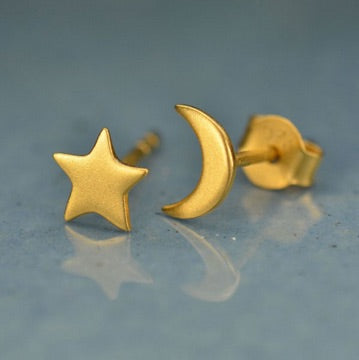 • CRESCENT MOON & STAR • gold stud earrings