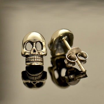 • SMALL SKULL • silver stud earrings