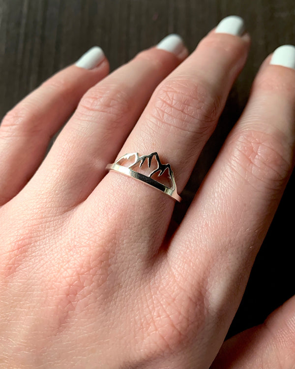 • MOUNTAIN RANGE • silver ring