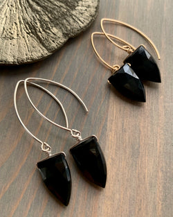 • STRAY - SPEARS •  spinel simple silver or gold dangle earrings