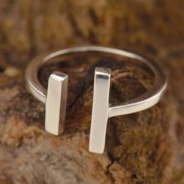 • FINDING BALANCE • uneven bars adjustable silver ring
