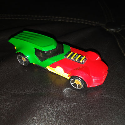 2013 DC Comics Hot Wheels Robin Themed Die-Cast Car