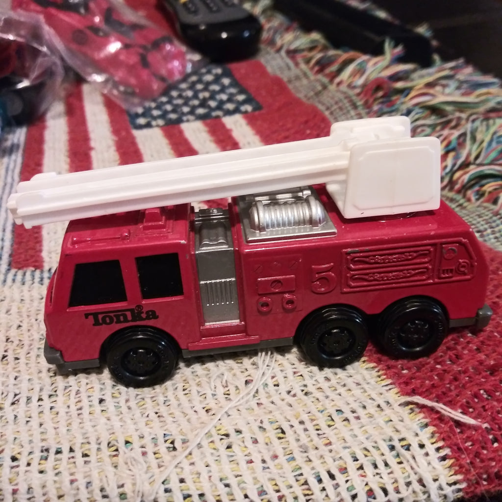"TONKA 1992 #5 RED 4"" DIECAST FIRE TRUCK TRUCK WITH TELESCOPING LADDER"