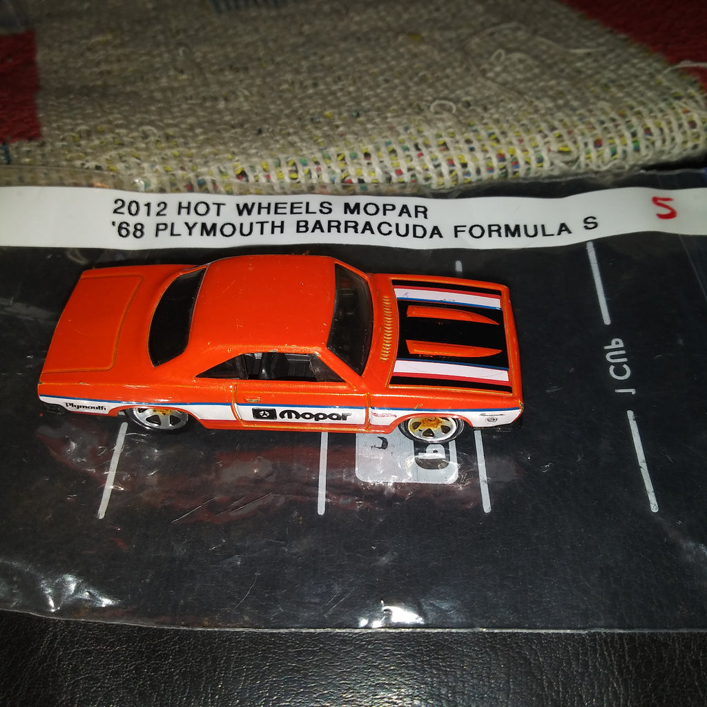 2013 HOT WHEELS HW SHOWROOM MOPAR '68 PLYMOUTH BARRACUDA ORANGE VARIANT