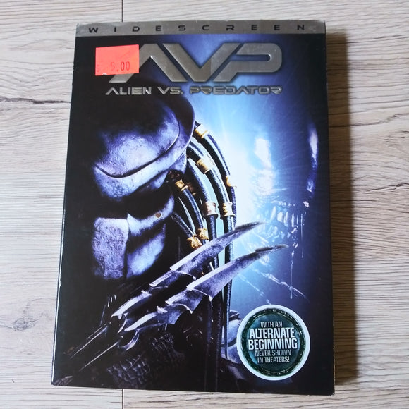 AVP Alien vs. Predator Widescreen DVD - With Slipcover and Insert - Alternate Beginning