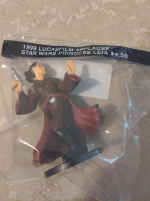 1999 Lucasfilm / Applause Star Wars Princess Leia with Gun Action Figure