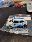 2000 Hot Wheels #07 Morris Mini Right Side Driver