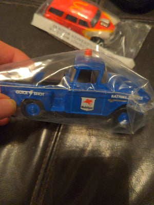 Matchbox 1955 Chevy 3100 Mobilgas Battery Service Blue Truck