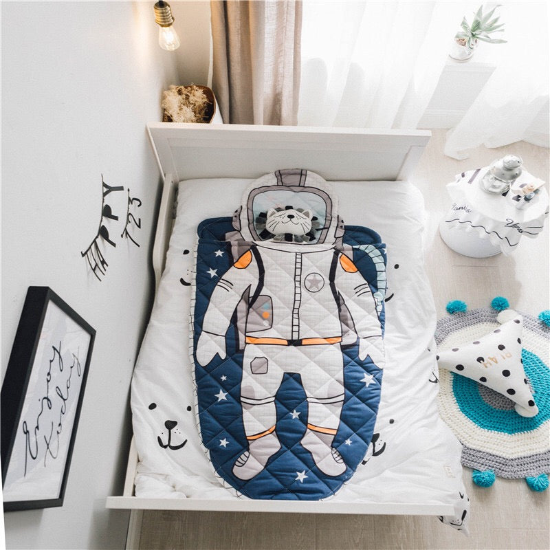 Space suit shape sleeping bag | Heccei