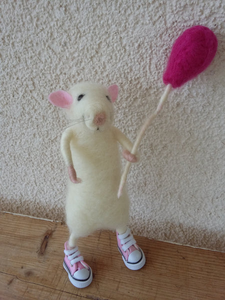 Felted mouse. Mouse toy. Handmade mouse. Felted rat. Mouse present. Rat gift. Needle felt mouse. Birthday mouse. Mouse decoration. Rat decor