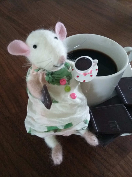 A mouse that loves coffee and a piece of chocolate. Needle felted mouse. Felted animal. Felted rat. White mouse. White rat. Doll house toy.