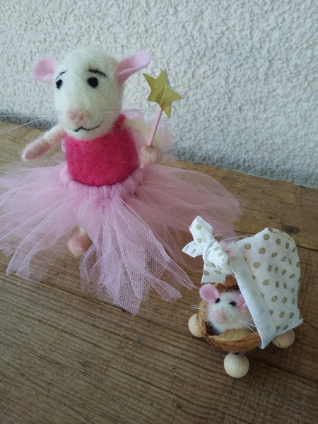 Baby mouse in a cradle. Felted mouse with a baby. Mouse family. Godmother gift. Needle felted mice. Mice toys. Collectible mouse. Tiny mice