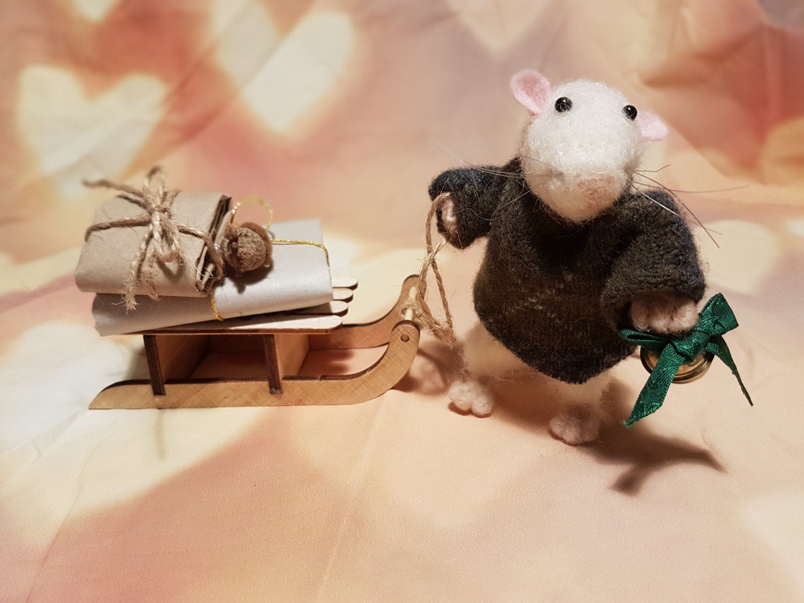 Christmas Mouse. Mouse Miniature. Needle Felted Mouse. Christmas Present. Xmas decor. Mouse pulling a sleigh. Christmas mouse with a sled.