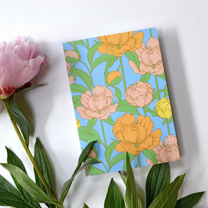 Bold floral greeting card with daisy pattern