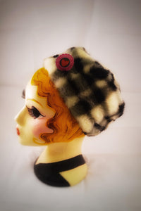 1970s 1980s vintage winter hat black and white checked pattern