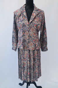 1980s Paisley print ladies 2 piece suit, Skirt and blouse, Est UK size 10/12