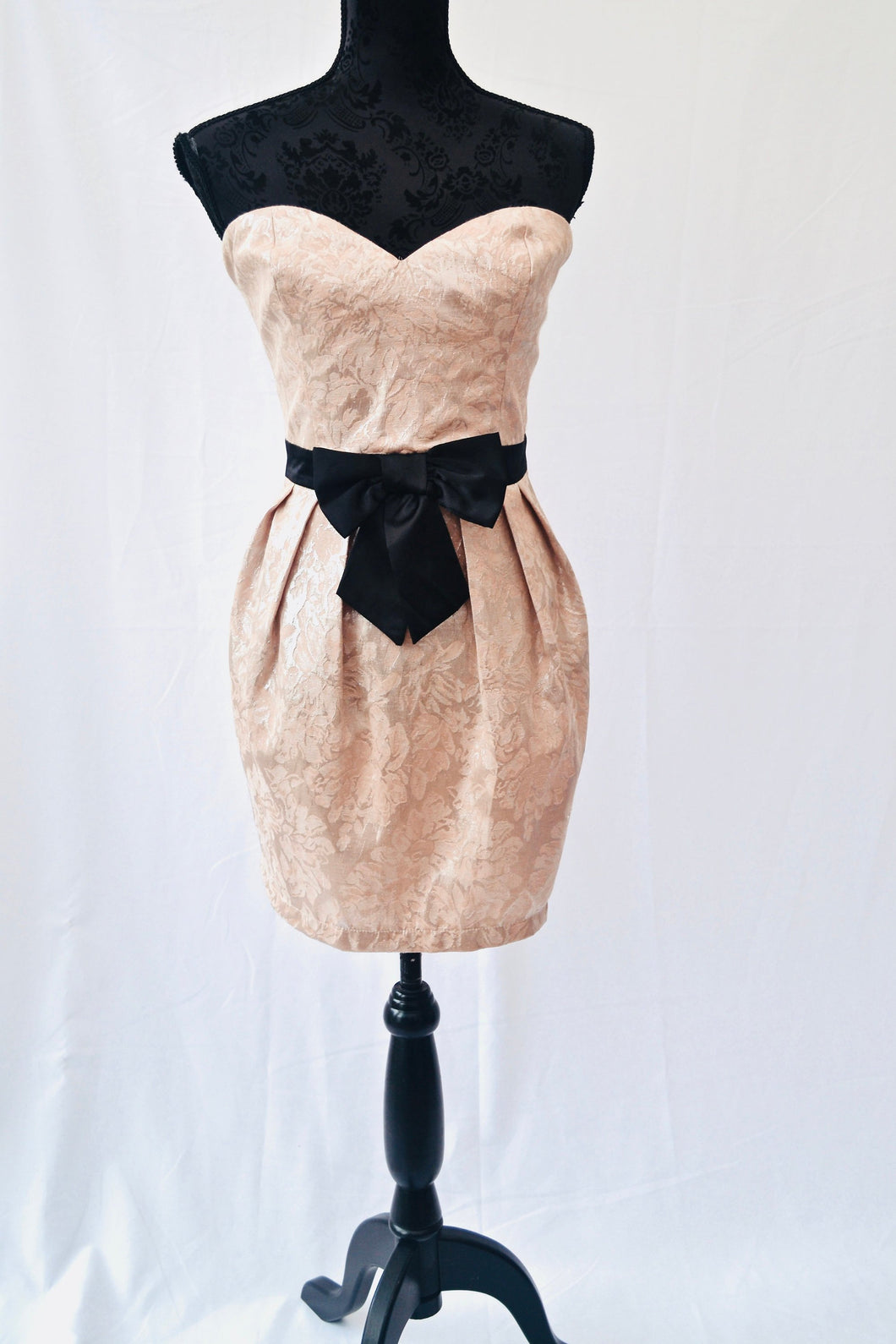 1990s strapless Lipsy dress with bow detail and sweetheart neck line in peach, Est UK size 14