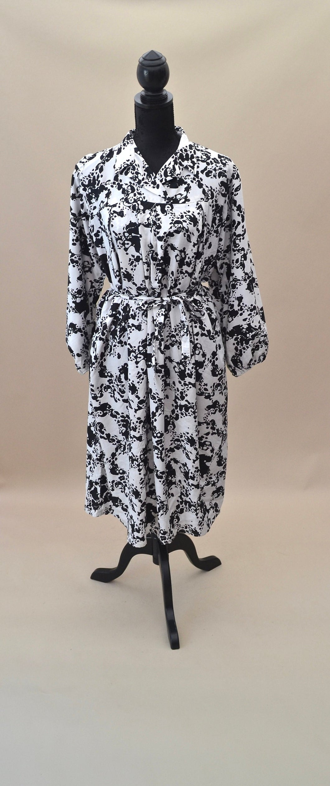 1980s Black and White oversized shirt dress with waist tie, Est UK size 14