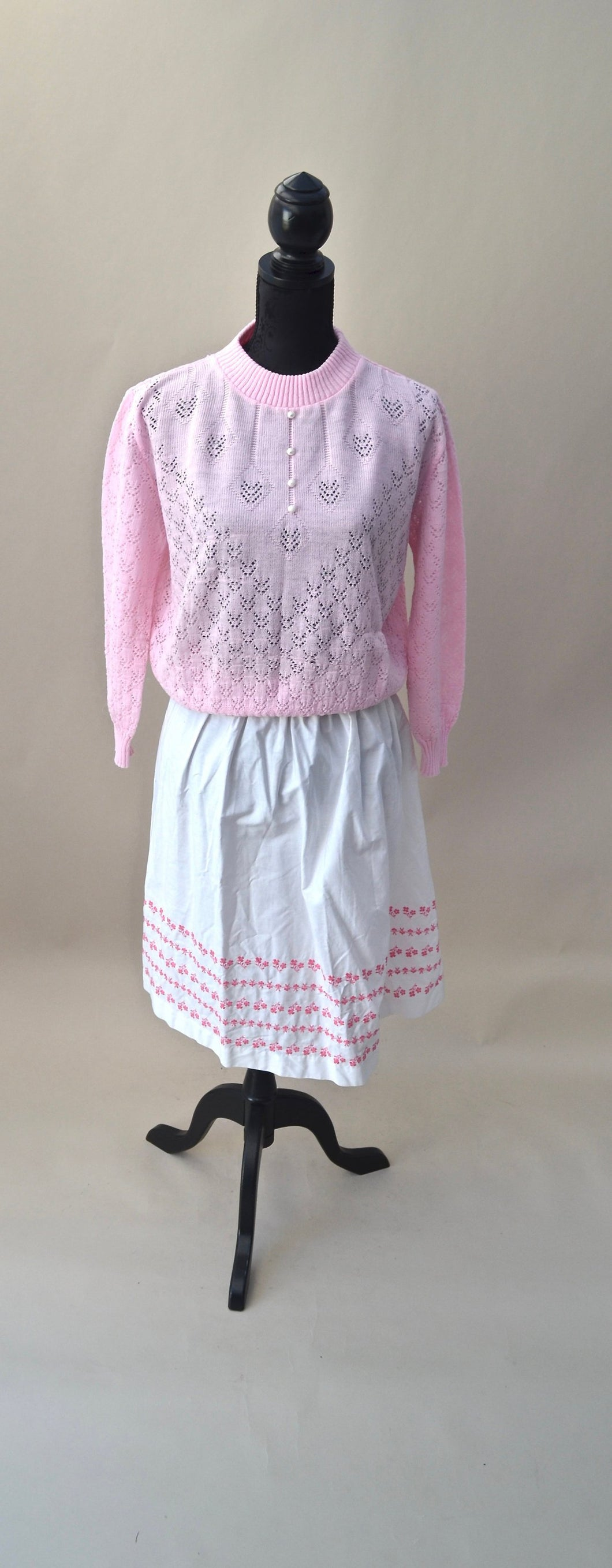 1970s Pretty pink sweater top with pearl buttons, Est UK size 12. SALE