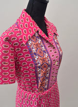 1970s Pink paisley shift dress with oversized collar, Est UK size 14/16