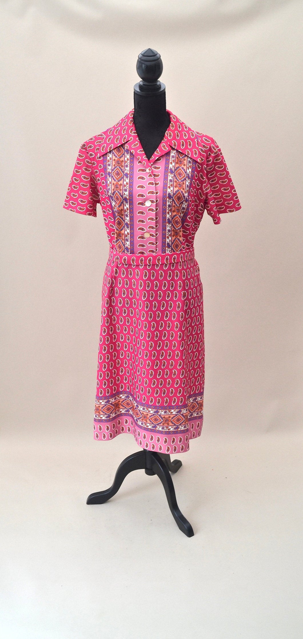 1970s Pink dress | Paisley shift dress | Oversized collar dress | Dress with belt | Est UK size 14/16