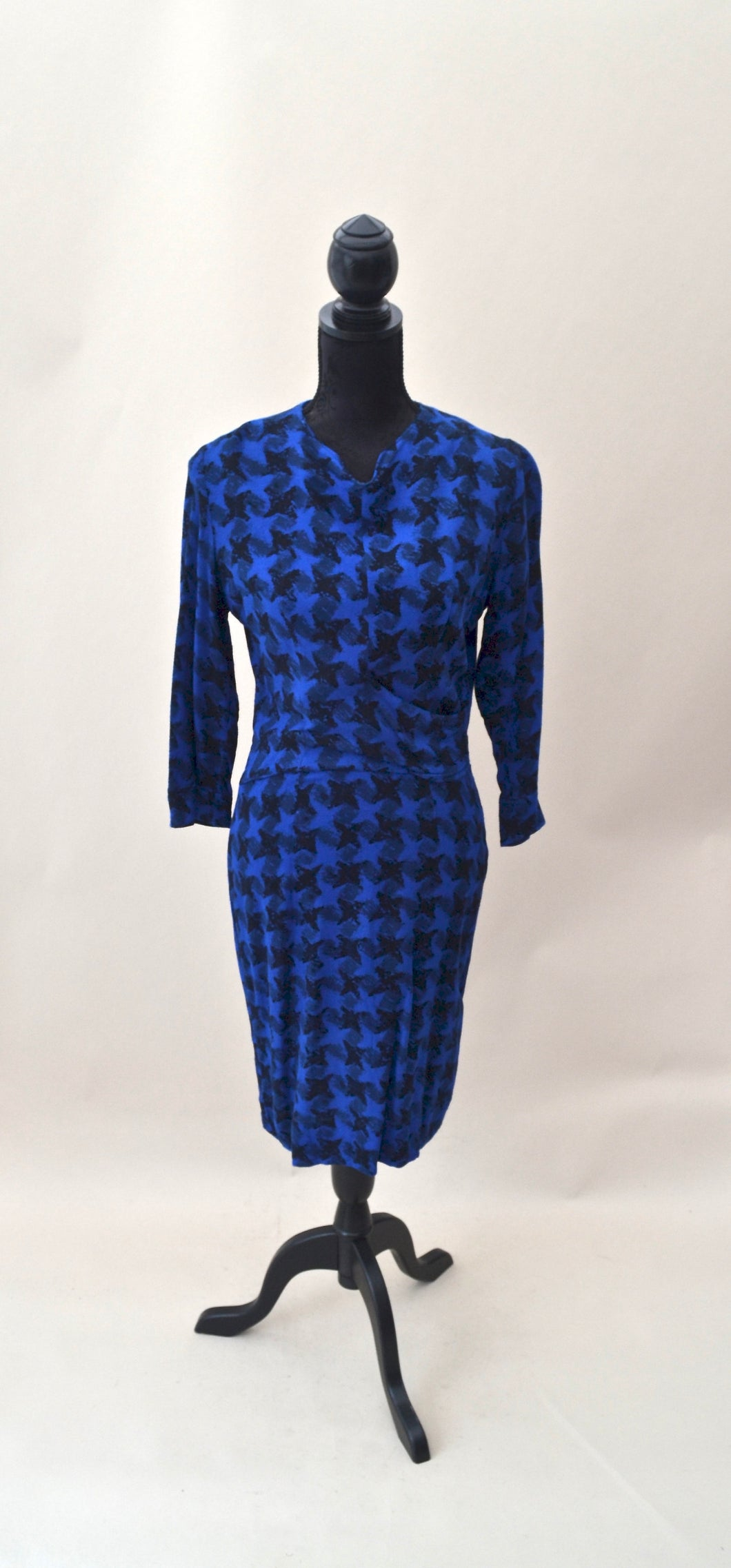 1950s handmade wiggle dress with dogtooth style pattern. Blue & black. Est UK size 10