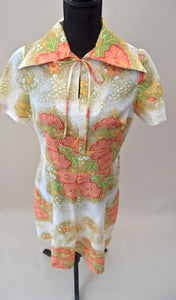 1970s Hibiscus flower dress with over sized collar and neck tie, Est UK size 12/14