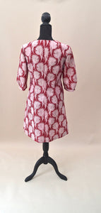 1970s Fitted floral dress in wine red and beige, Est UK size 12