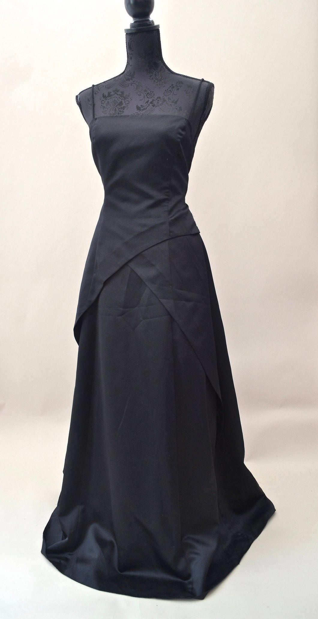 1980s Long black formal dress | Evening dress with tie up back | Est UK size 14