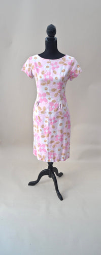 1950s floral wiggle dress in pastel pinks | Short sleeve dress with hip bow details | Est UK size 10
