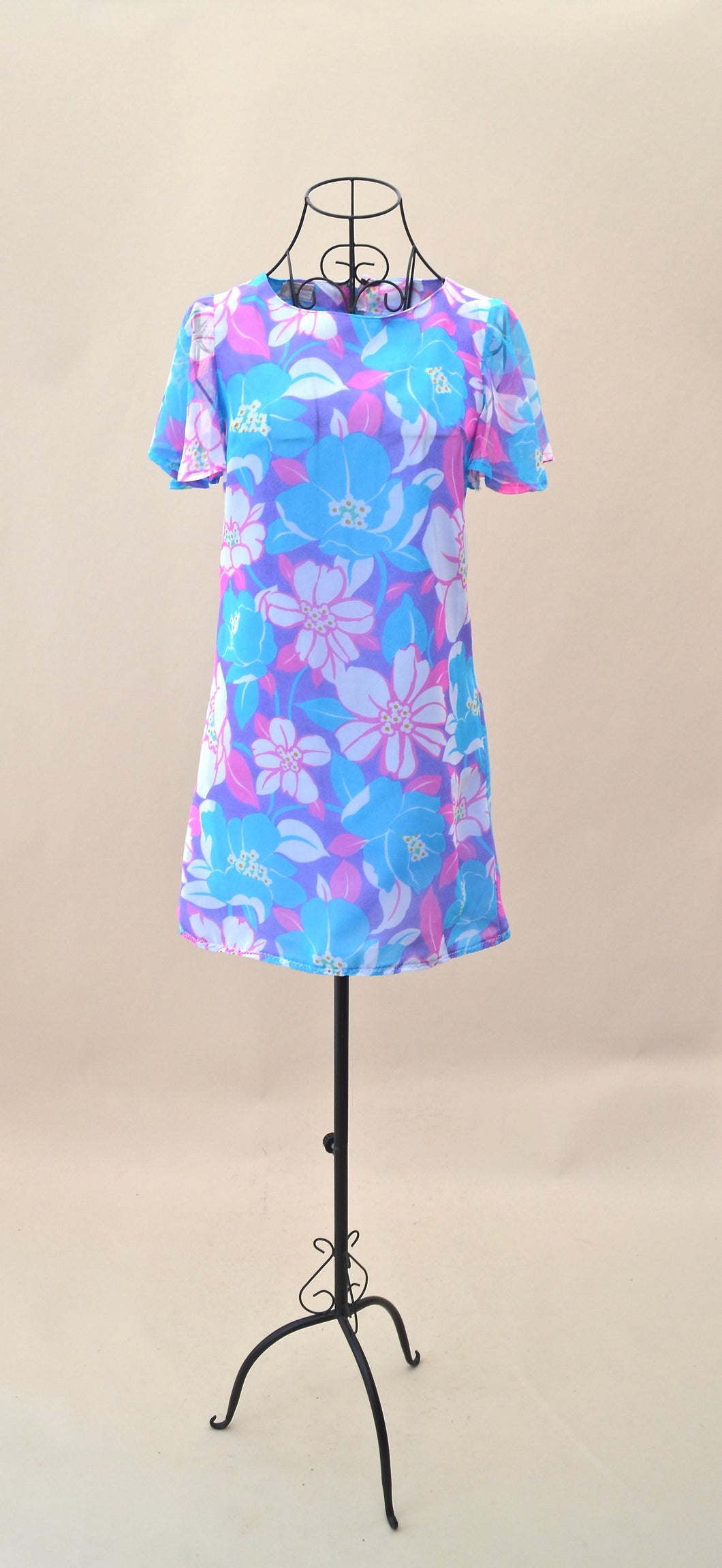 1960s Bright  floral mod short shift dress with sheer cap sleeves. Est UK size 10/12