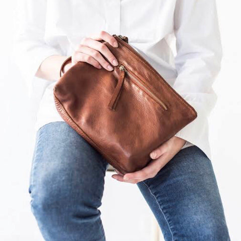 JuJu & Co - Large Essential Pouch Bag - Cognac
