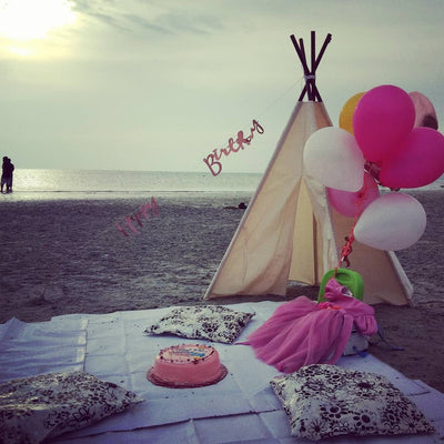 picnic setup with balloon bouquets ordered from balloon buzz by the sea side.
