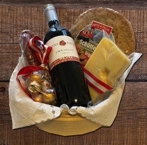 "Gift Hamper ""A little Servus from the Alps"" Gift Hamper with a bottle of typical Austrian Red Wine (Zweigelt)"