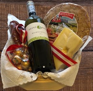 "Gift Hamper ""A little Servus from the Alps"" Gift Hamper with a bottle of typical Austrian White Wine (Grüner Veltliner DAC)"
