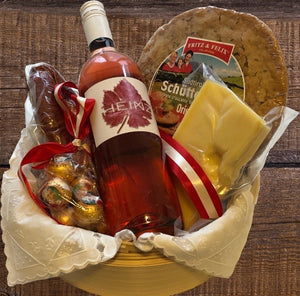 "Gift Hamper ""A little Servus from the Alps"" Gift hamper with a bottle of typical Austrian Rosé Wine (Zweigelt)"